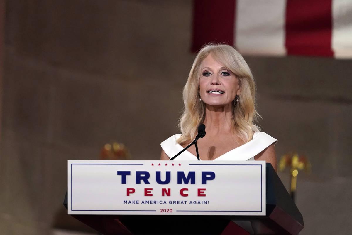 La consejera de la Casa Blanca, Kellyanne Conway, da su discurso en el tercer día de la Conven ...
