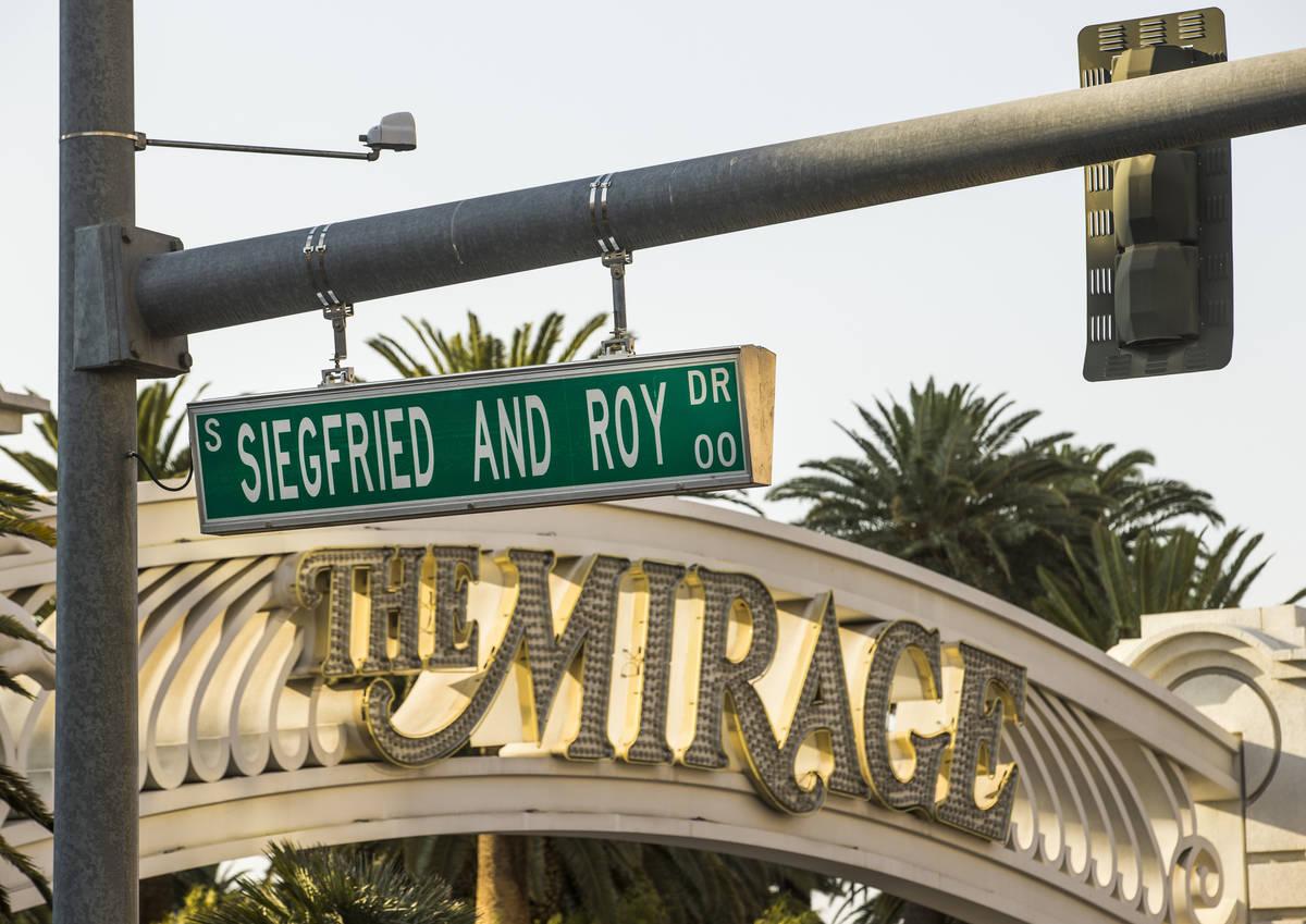 El Mirage porte cochere es rebautizado como Siegfried & Roy Drive el miércoles, 26 de agosto d ...
