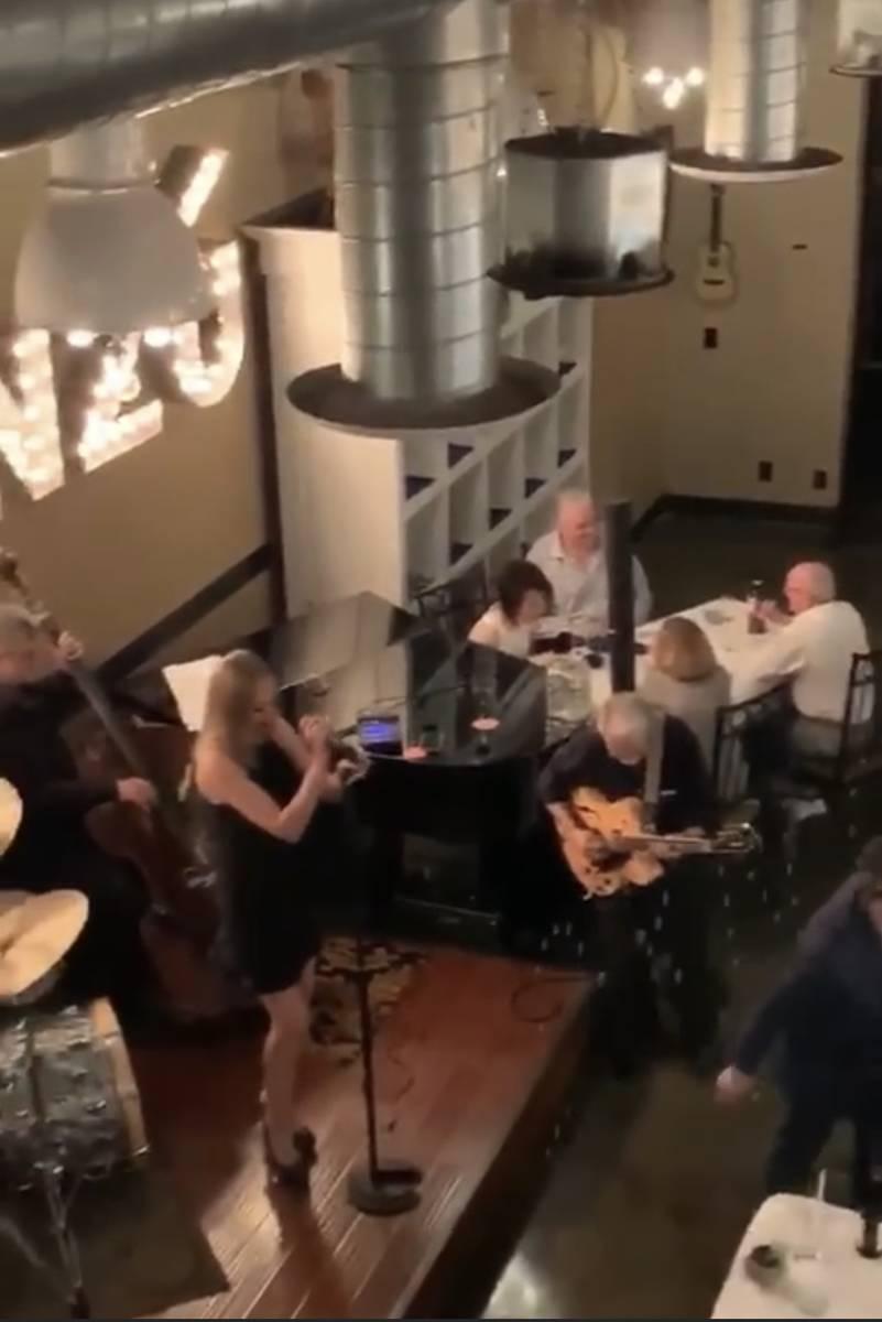 El gobernador Steve Sisolak aparece con su esposa, Kathy, y otra pareja en una captura de panta ...