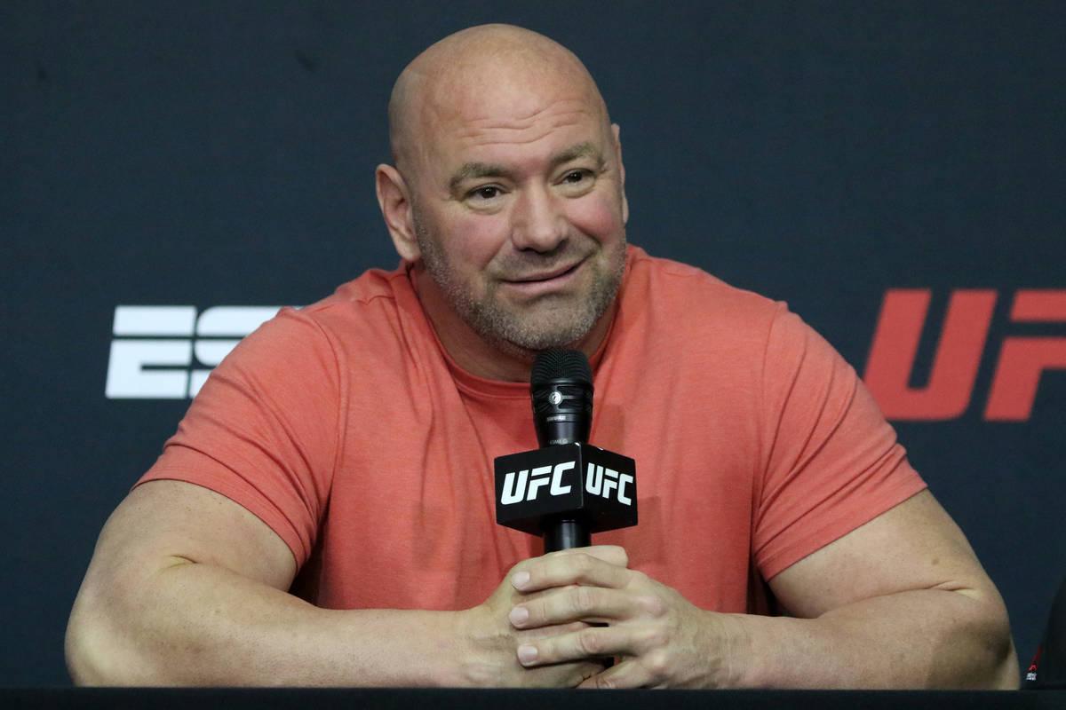 El presidente de la UFC, Dana White, responde a las preguntas durante una conferencia de prensa ...