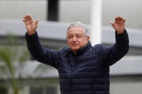 En esta fotografía de archivo del 3 de abril de 2020, el presidente de México, Andrés Manuel ...
