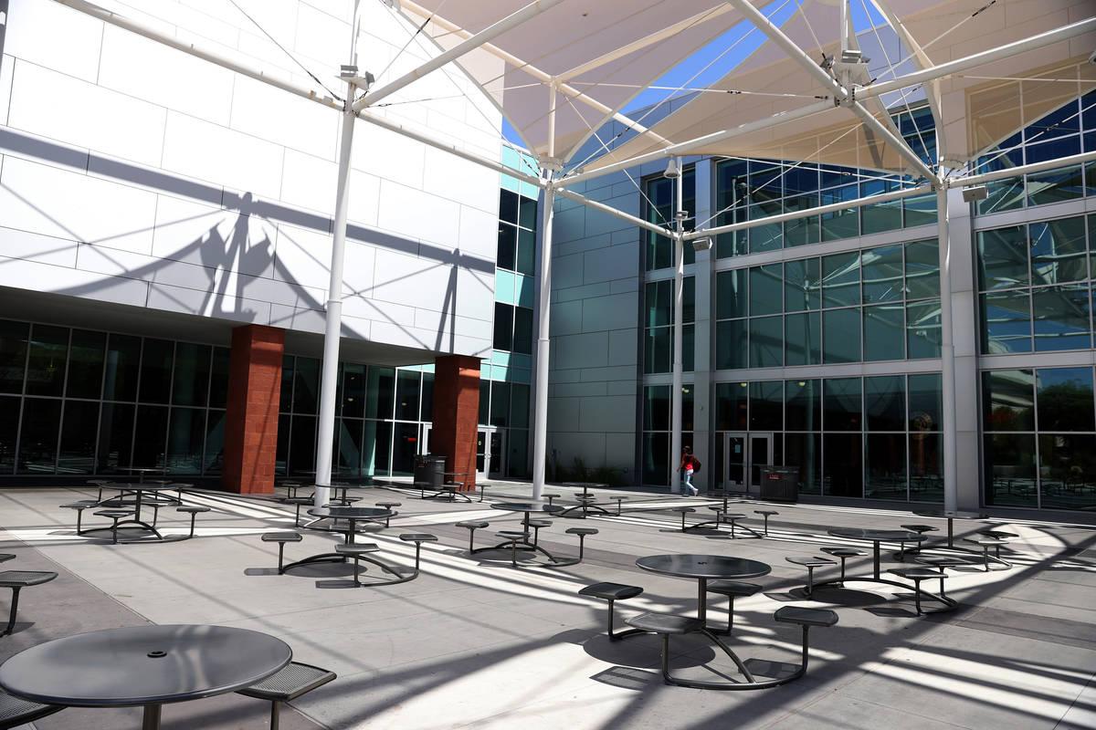 El Anfiteatro Donald C. Moyer en las afueras de la Unión Estudiantil de la UNLV en Las Vegas e ...