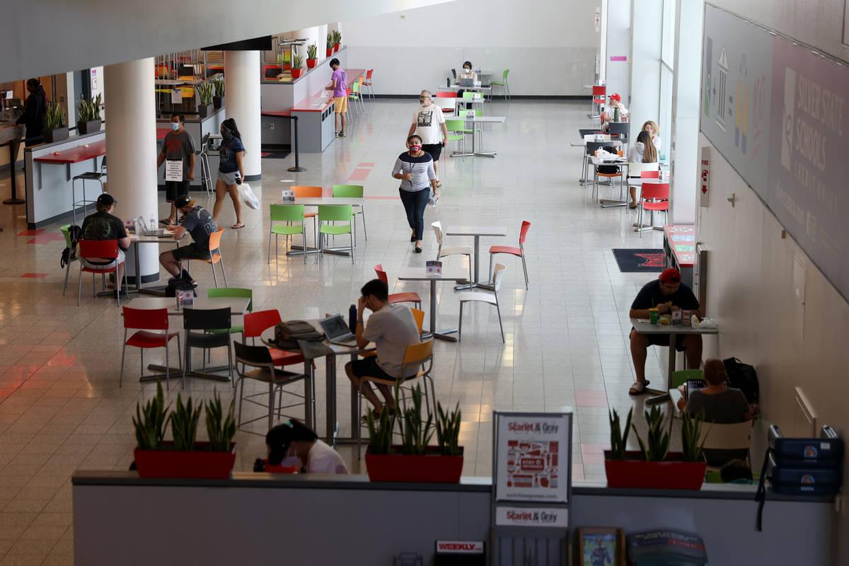 El patio de comidas de la Unión Estudiantil en la UNLV en Las Vegas el viernes, 4 de septiembr ...