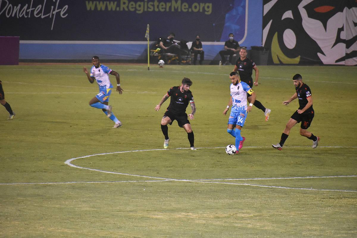 Las Vegas Lights FC sufrió una dura derrota por 0-2 ante Phoenix Rising. Sábado 5 de septiemb ...