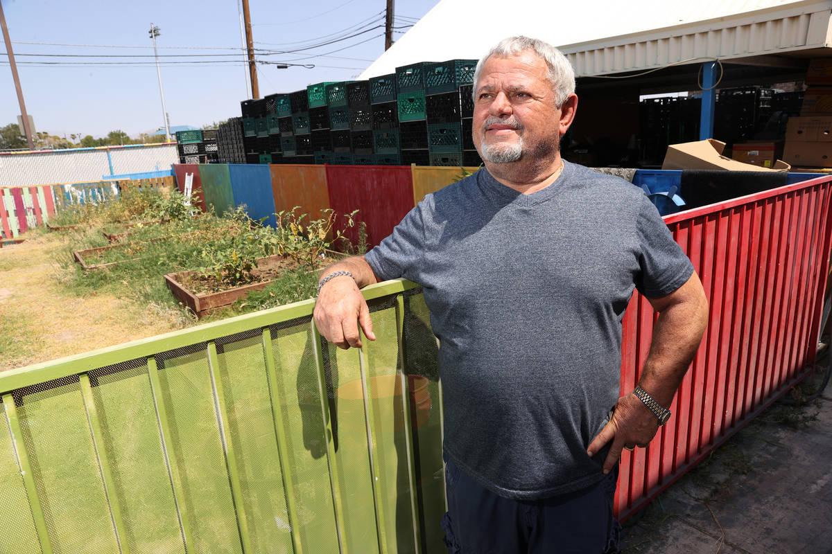 Vic Caruso, director de la despensa City Impact Center en Las Vegas, posa para un retrato mient ...