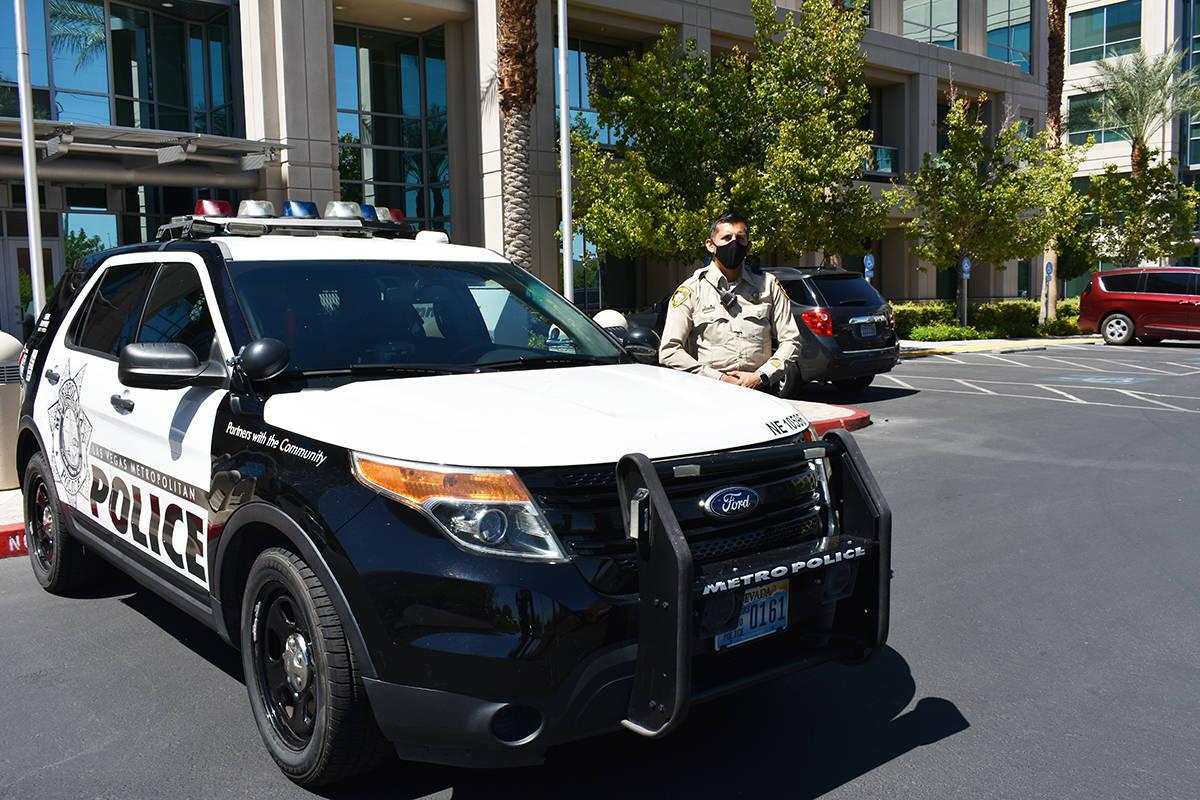 El oficial Milton Miramontes mencionó la importancia de la unión entre la policía y la comun ...