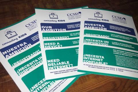 Estos son los volantes del CCSD que miembros del Caucus Legislativo Hispano y voluntarios repar ...