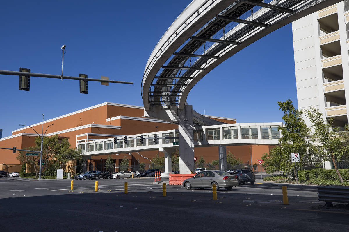 La pista del Monorriel de Las Vegas a lo largo de la Avenida Sands y Koval Lane en Las Vegas ma ...
