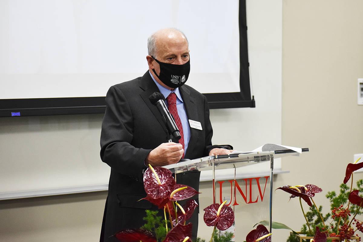 El decano del Harrah Hotel College de UNLV, Stowe Shoemaker, explicó la importancia del donati ...