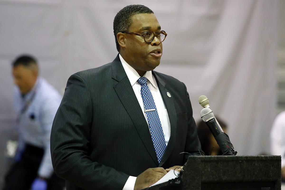 El concejal del Distrito 5 de Las Vegas, Cedric Crear, habla durante una conferencia de prensa ...