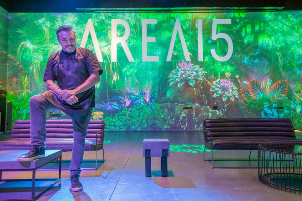 El chef Todd English es fotografiado dentro de Area15 días antes de la inauguración en Las Ve ...