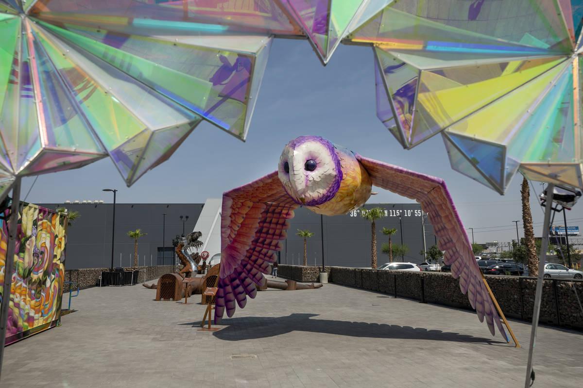 La galería al aire libre de Art Island de Area15 se ve días antes de que se abran las puertas ...