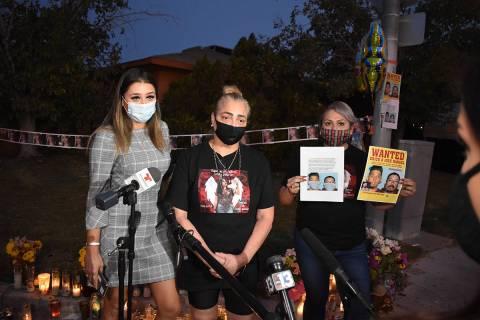 Desde la izquierda: Ofelia Markarian, abogada de la familia, Aracely Palacio, madre de Lesly, q ...