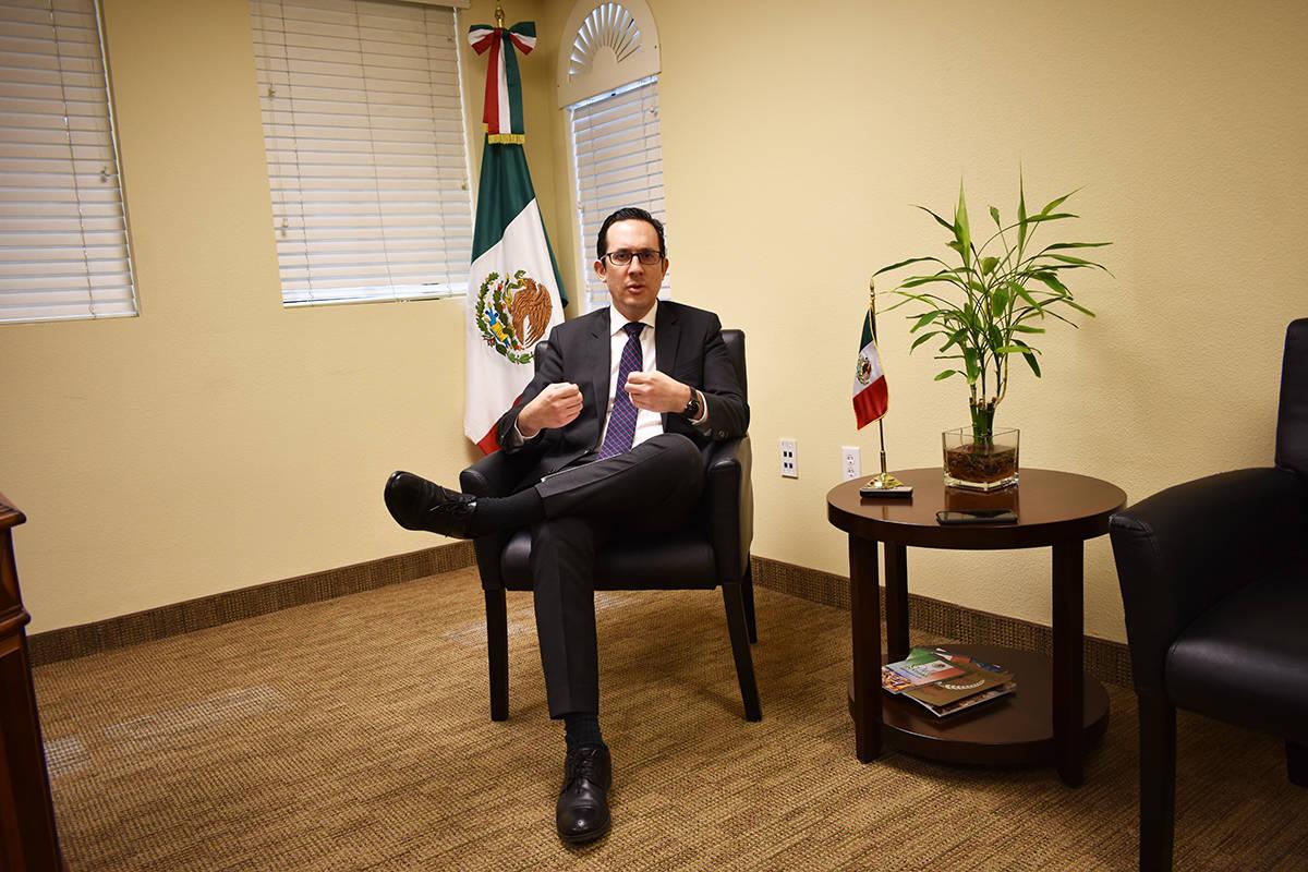 El cónsul de México en Las Vegas, Julián Escutia Rodríguez, recibió a El Tiempo para abord ...