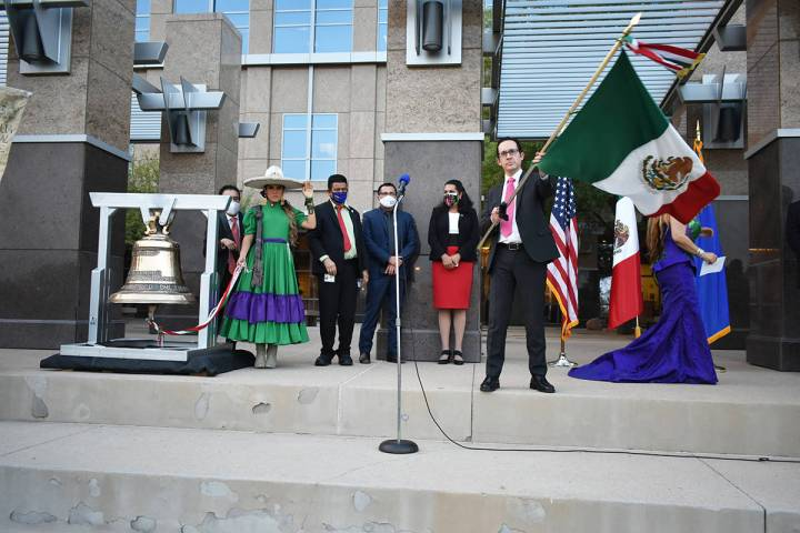 El cónsul de México en Las Vegas, Julián Escutia, se unió a la celebración de la Independe ...