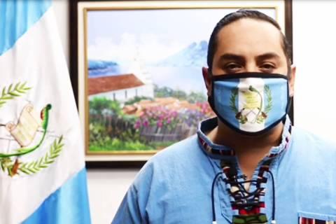 El cónsul general de Guatemala en Los Ángeles, Tekandi Paniagua, pidió a sus connacionales r ...