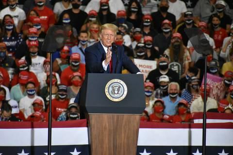 El presidente Donald Trump habla durante un mitin en Xtreme Manufacturing el domingo 13 de sept ...