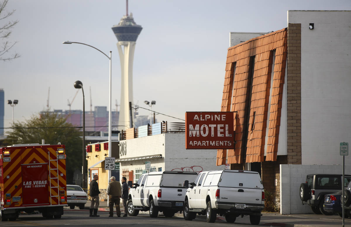 En esta foto de archivo del 21 de diciembre de 2019, los bomberos de Las Vegas responden a la e ...