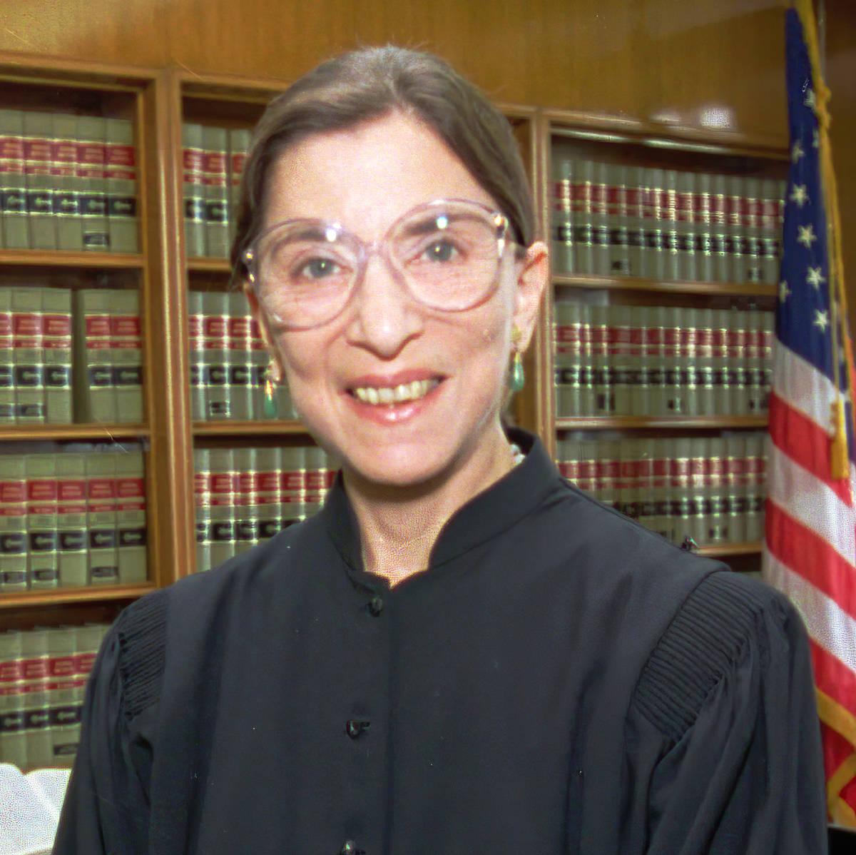La muerte de la juez de la Corte Suprema Ruth Bader Ginsburg deja al Senado de Estados Unidos e ...