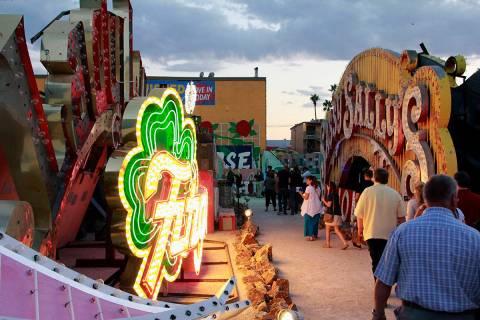 El Museo de Neon es una institución no lucrativa 501 (c) 3 dedicada a colectar, preservar, est ...
