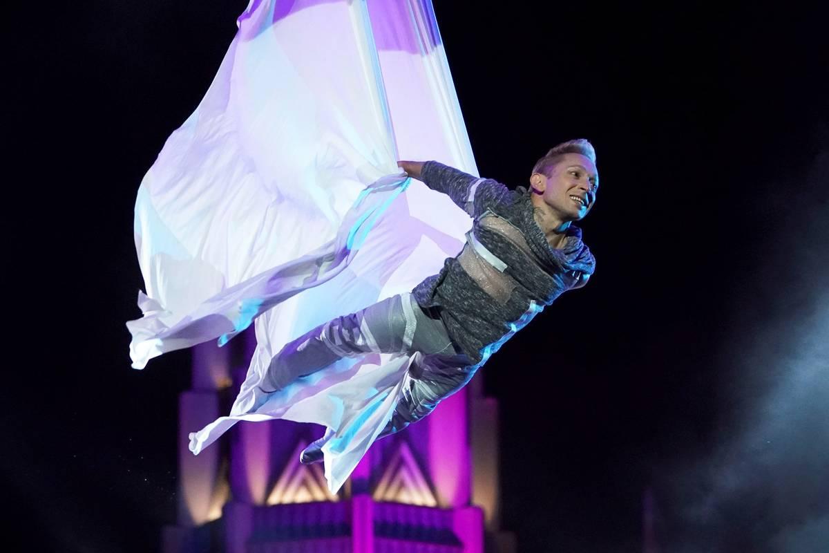 """Alan Silva en su actuación semifinal en """"America's Got Talent"""". (Chris Haston/NBC)"""
