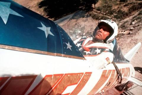 Evel Knievel en un cohete a vapor en Snake River Canyon en Twin Falls, Idaho, en septiembre de ...