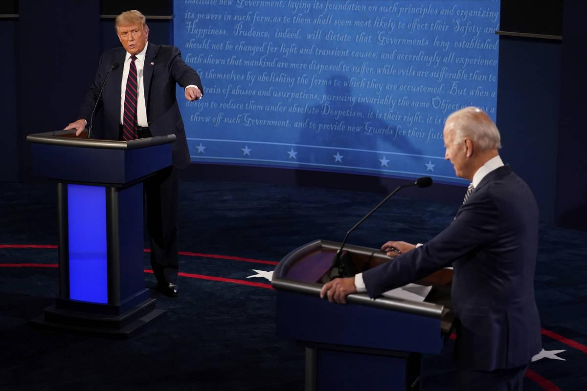 El presidente Donald Trump responde al candidato presidencial demócrata, el ex vicepresidente ...