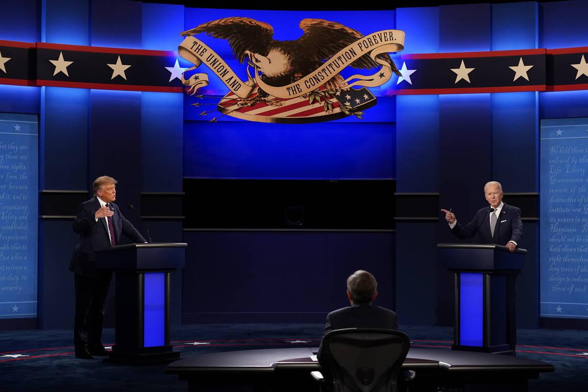 El presidente Donald Trump, izquierda, y el candidato presidencial demócrata, el ex vicepresid ...