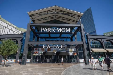 Una vista de Park MGM en el Strip de Las Vegas el miércoles, 12 de agosto de 2020. (Elizabeth ...