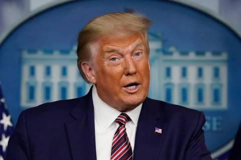 El presidente Donald Trump hablando durante una conferencia de prensa en la Casa Blanca, el dom ...