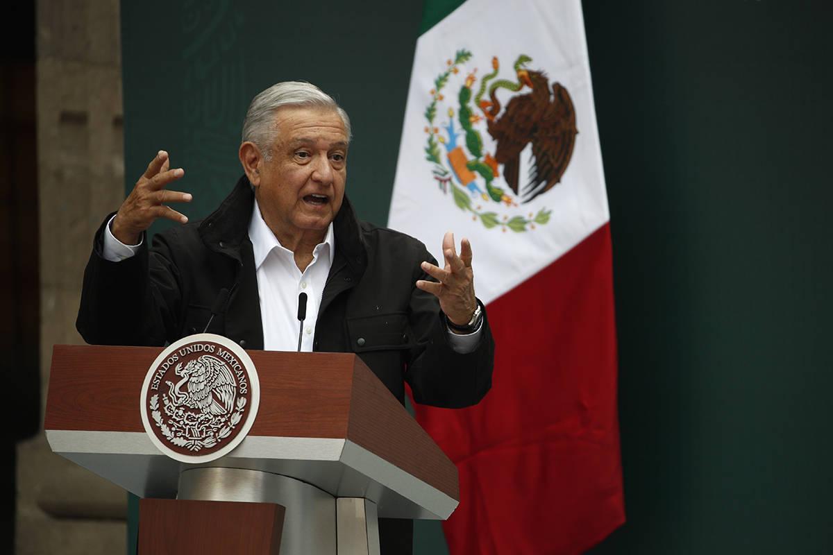 El presidente de México, Andrés Manuel López Obrador, se dirige a familiares de 43 estudiant ...