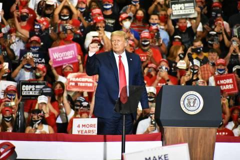 En esta fotografía de archivo, el presidente Donald Trump habla durante un mitin en Xtreme Man ...