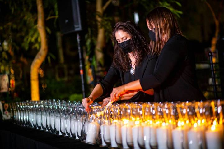 Mauricia Baca, izquierda, de Get Outdoors Nevada, y Jasmine Freeman, administradora de eventos ...