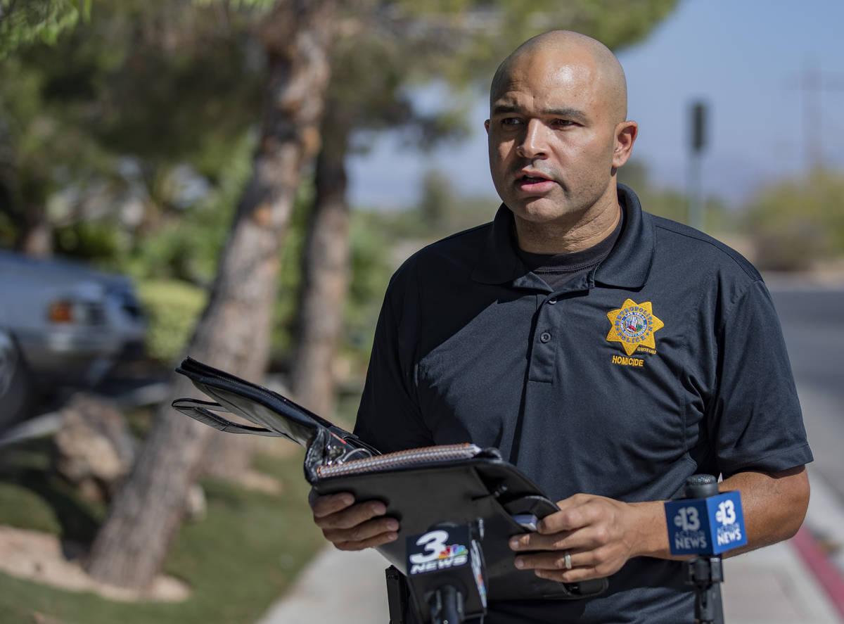 El Departamento de Policía Metropolitana lleva a cabo una investigación de homicidio en el ce ...