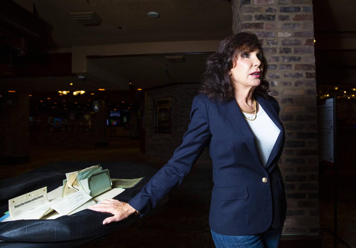 Gina Silvagni Perry, nieta de P.O. Silvagni, que abrió el Hotel Apache en 1932, se encuentra j ...