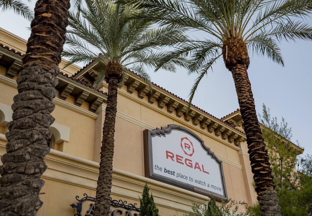 Regal Cinema 10 en Green Valley Ranch se ve en Henderson el domingo, 4 de octubre de 2020. (Eli ...