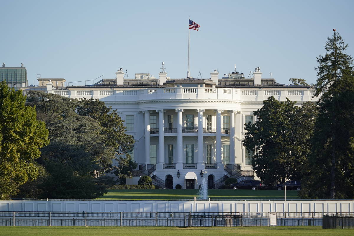 La Casa Blanca en Washington el sábado, 3 de octubre de 2020, la mañana después de que el pr ...