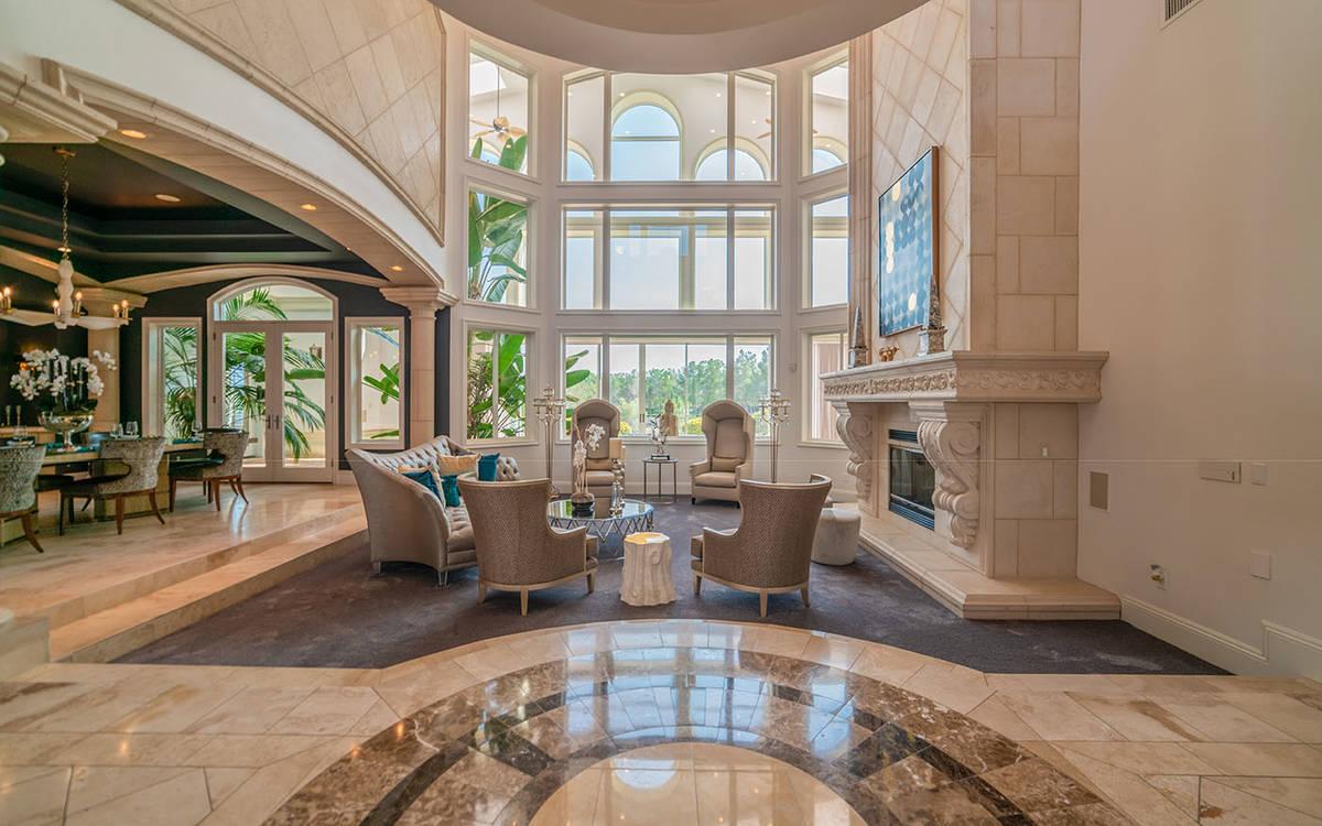 La casa fue construida en 2003. (Luxurious Real Estate)