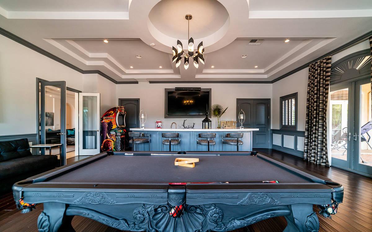 Sala de juegos. (Luxurious Real Estate)