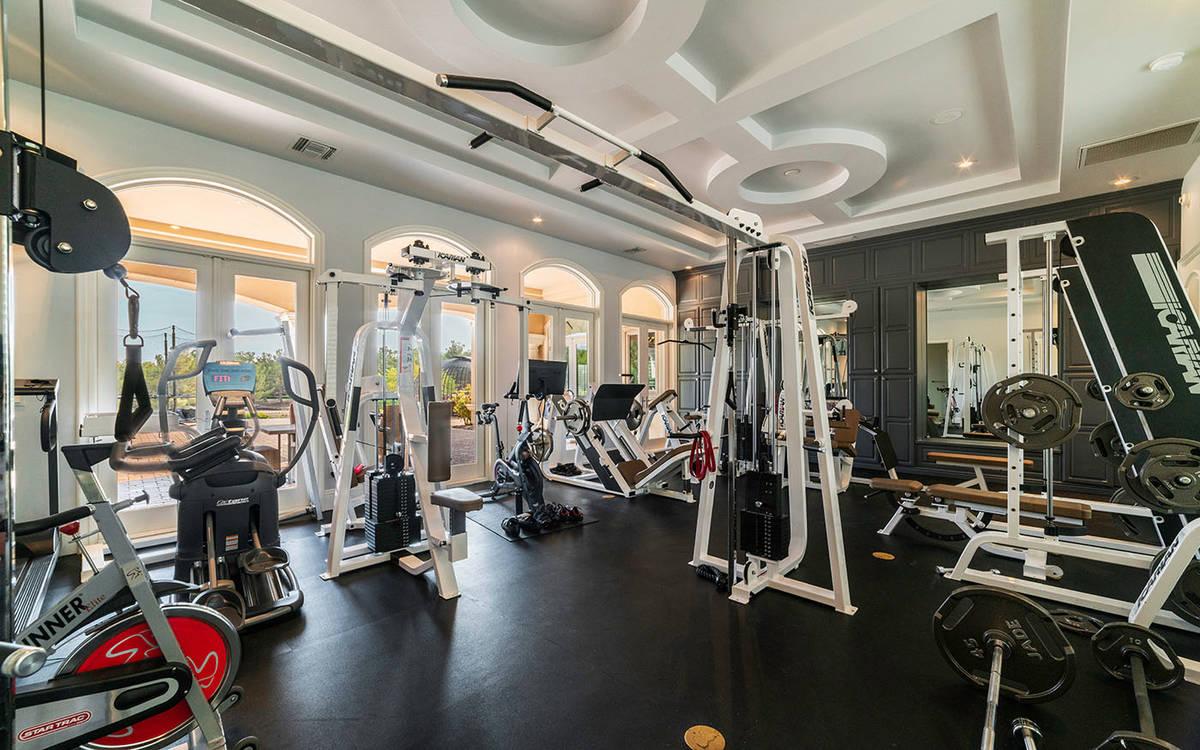 El gimnasio. (Luxurious Real Estate)