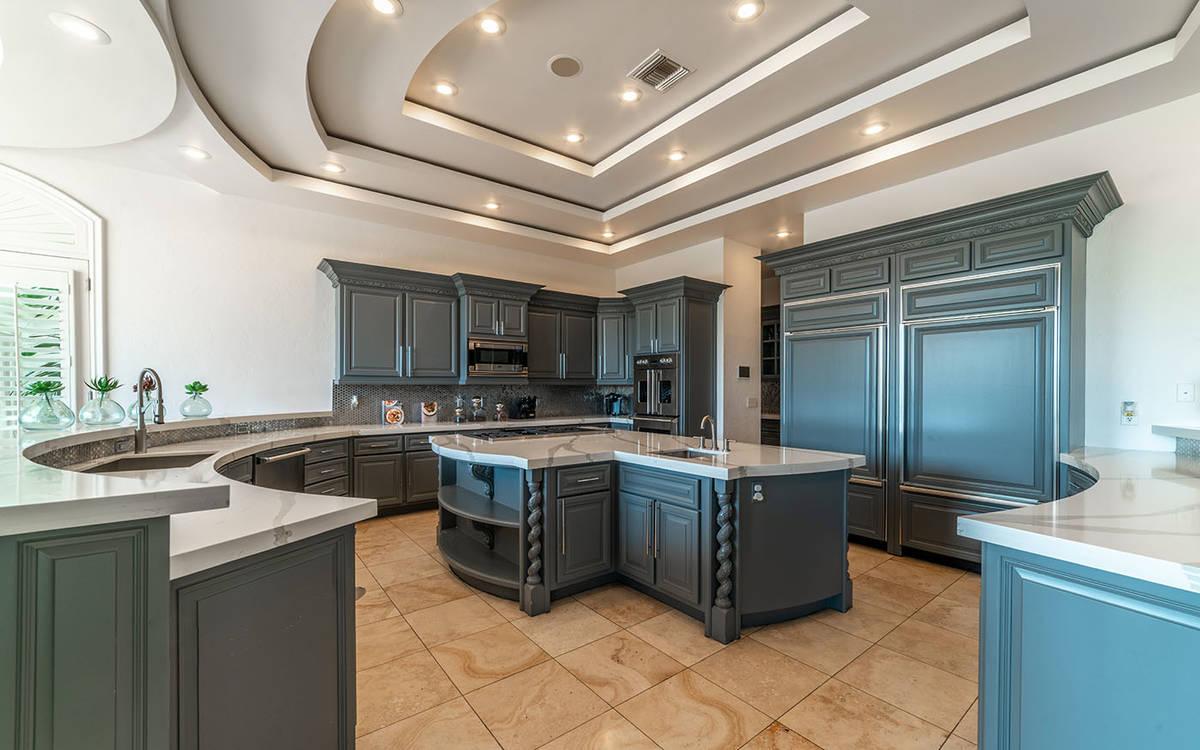 Cocina. (Luxurious Real Estate)