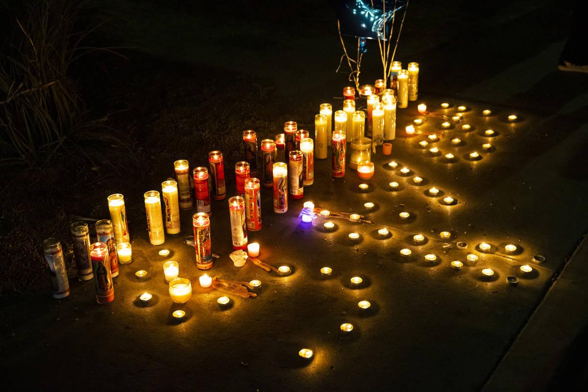 Se encienden velas en memoria de Sayah Deal de un año en Las Vegas el martes, 6 de octubre de ...