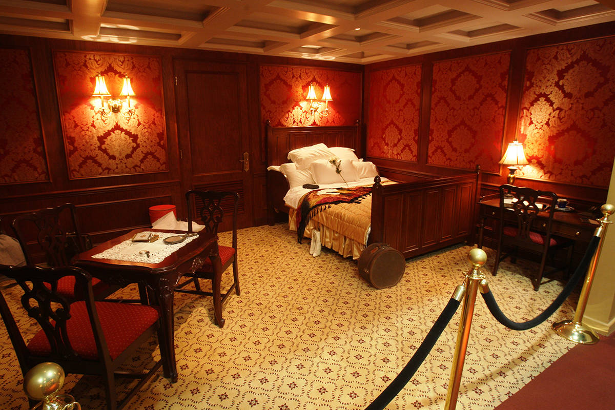 First Class Cabin. Titanic the Artifact Exhibition at Luxor Hotel & Casino. Foto cortesía de E ...