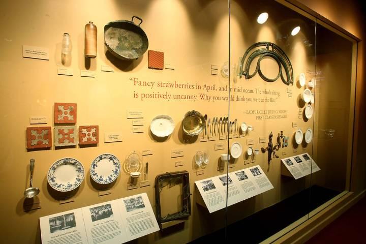 Bottles. Titanic the Artifact Exhibition. Foto cortesía de Experiential Media Group vía Kirvi ...