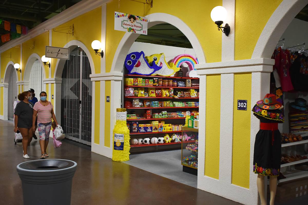 Distintos comerciantes hispanos están listos para recibir al público en el nuevo espacio come ...
