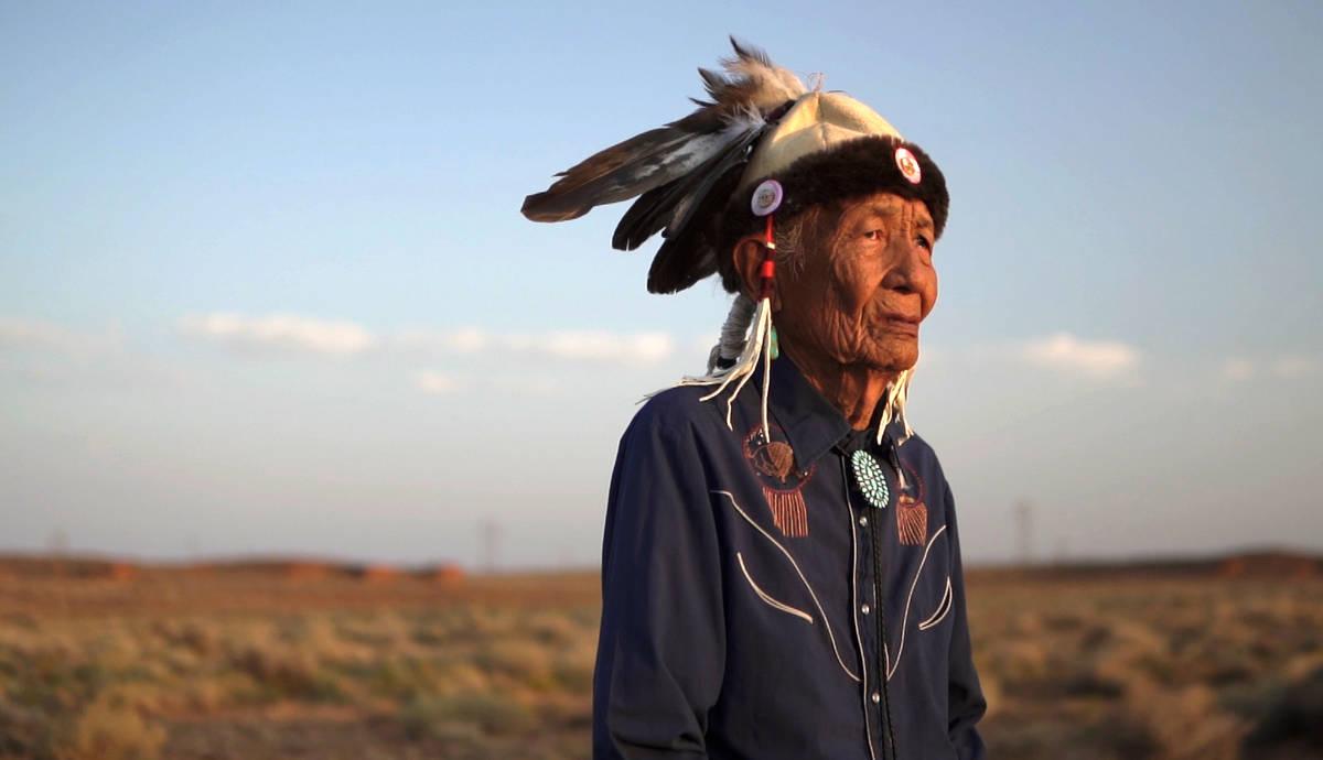 Jones Benally, de 94 años es un curandero tradicional Navajo. Es reconocido por el estado de A ...