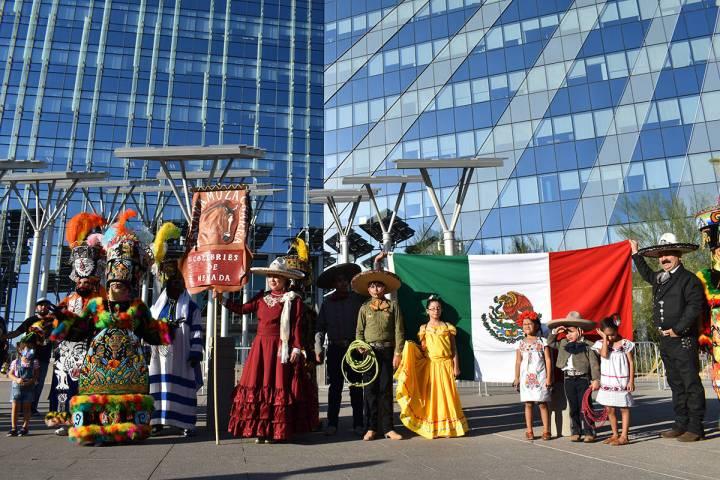 La Caravana por el Mes de la Herencia Hispana fue coordinada y convocada por la organización F ...