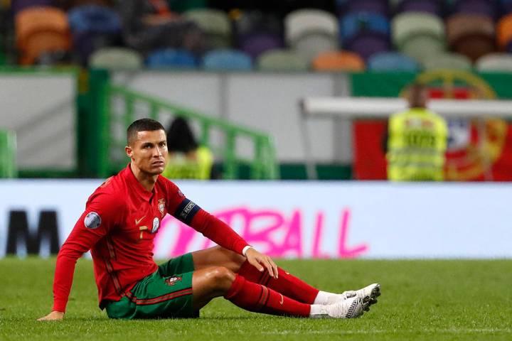 En esta foto de archivo del miércoles 7 de octubre de 2020, el portugués Cristiano Ronaldo se ...