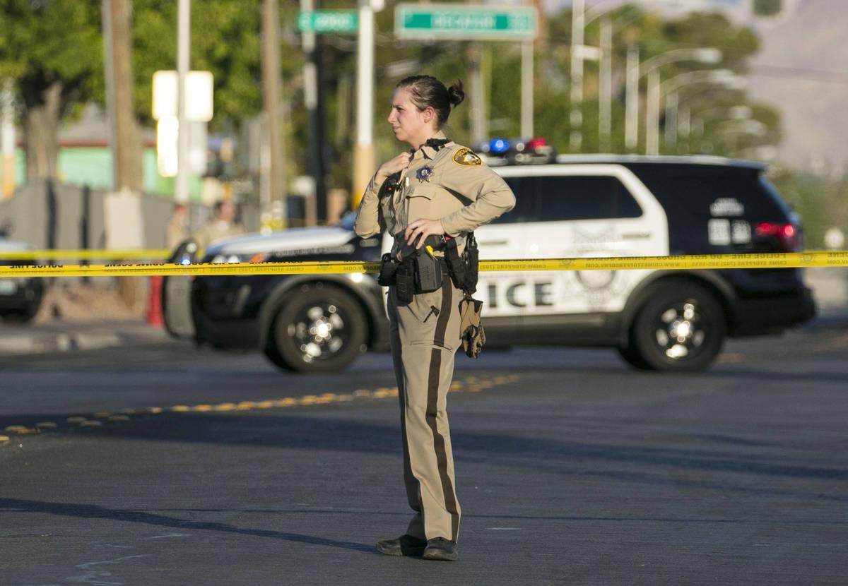 El Departamento de Policía Metropolitana está investigando un homicidio en West Decatur Boule ...