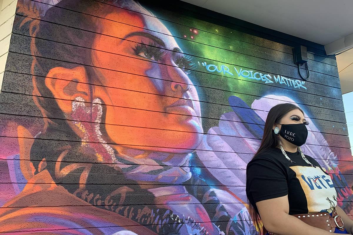 """Amaia Marcos, de 19 años, posa frente al nuevo mural """"Nuestras voces importan"""" del Las Vegas I ..."""